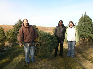 "Student and Friendship Family Christmas Treeing!<a href=""/reason/images/313472_orig.jpg"" title=""High res"">∝</a>"