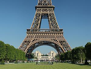 Tour Eiffel, by Benh Lieu Song, from Wikimedia Commons