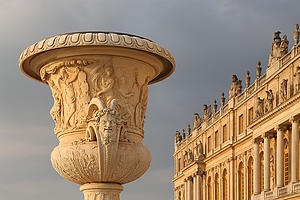 "Vase of Peace near the western facade of Versailles, by Guillaune Piolle, from Wikimedia Commons<a href=""/reason/images/338221_orig.jpg"" title=""High res"">∝</a>"