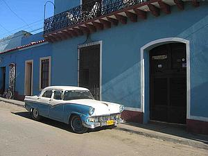 "A maquin' or yank tank in Trinidad, Cuba, by Dirk van der Made, from Wikimedia Commons<a href=""/reason/images/338302_orig.jpg"" title=""High res"">∝</a>"