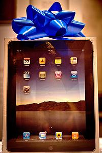 An iPad, donated by the Lee Family, was one of the several raffle prizes.