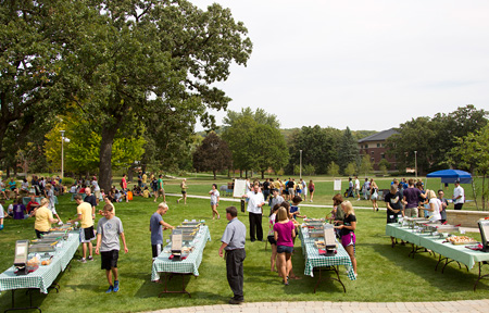 Bentdahl Commons picnic