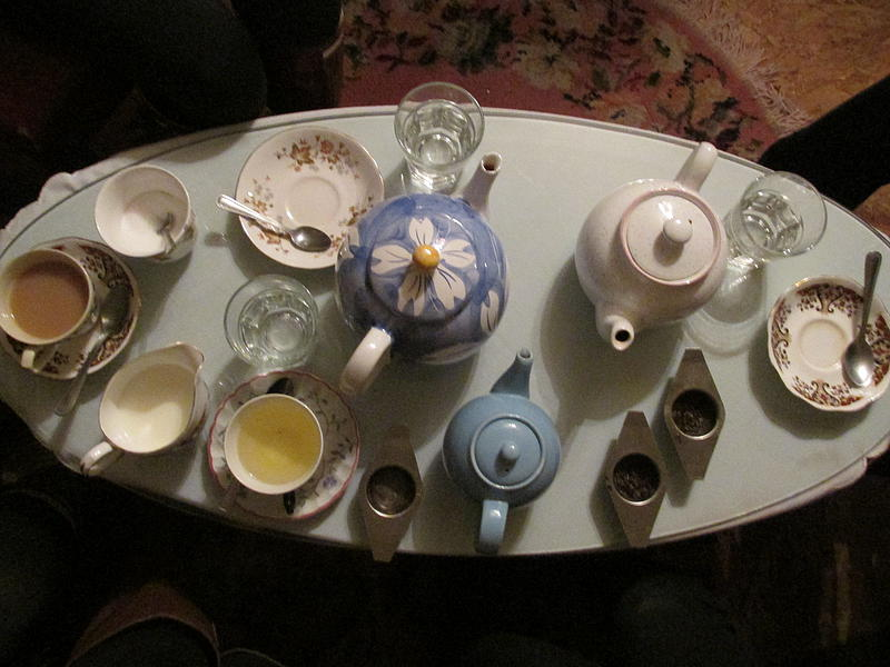 Teapots of various sizes