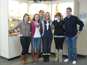 Students with Alison Dwyer at Gunderson Clinic Exhibit.