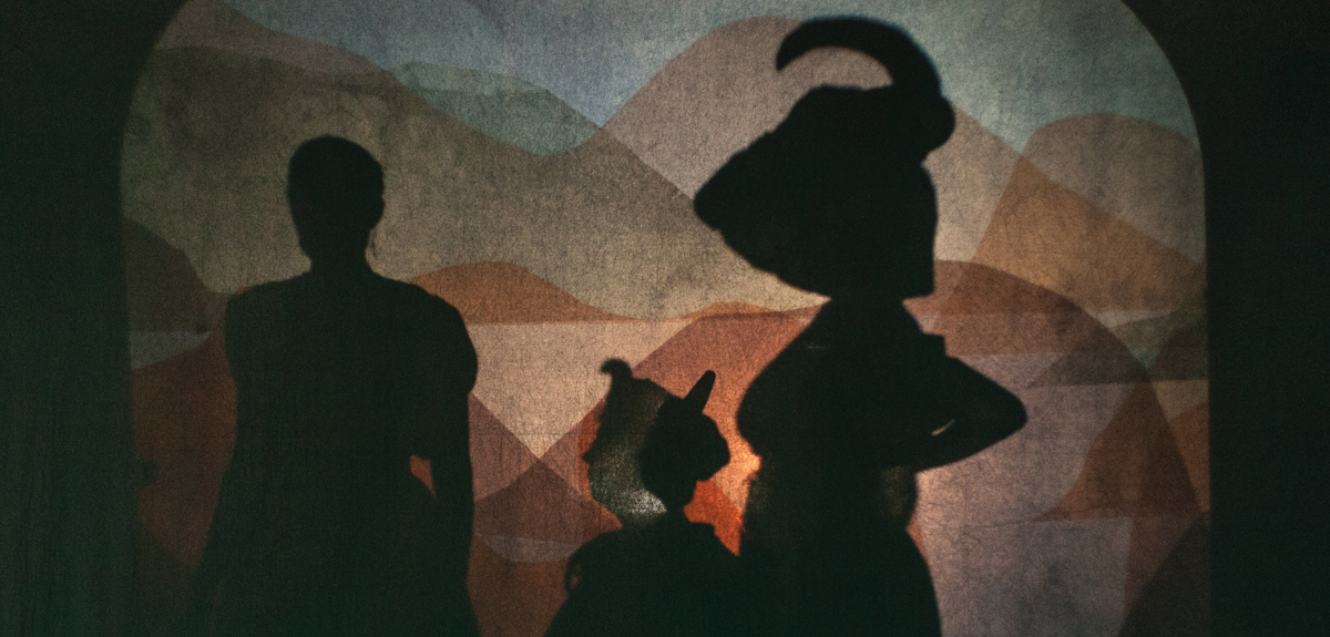 "Performers used projections in ""A Thread in the Dark"""