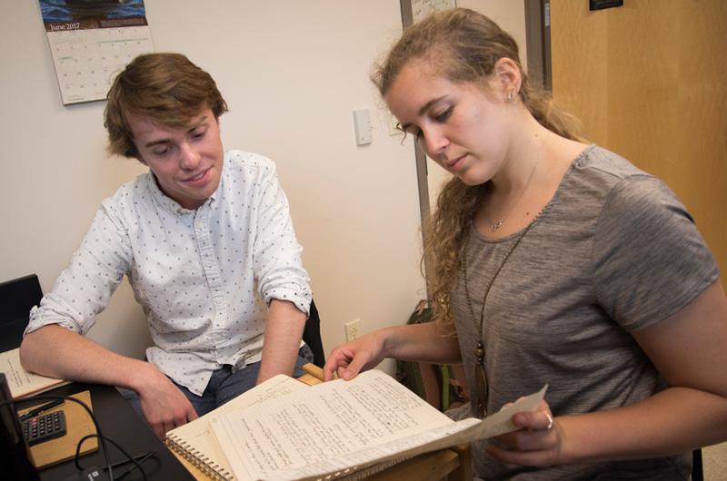 Madilyn Heinke '18 discusses summer research with a fellow student.