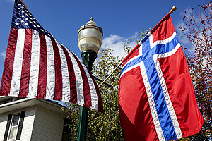 Flags of Norway and U.S.