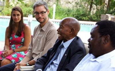 Sir Ketumile Masire talking with faculty and students from the ACM Botswana Program.
