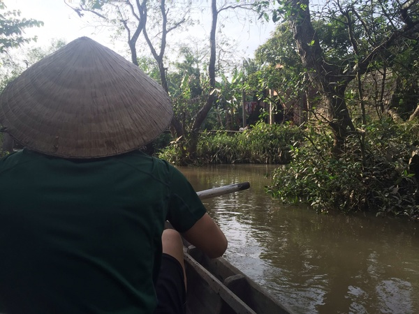 "22 Luther students paddling down the Mekong Delta wearing rice hats. An unforgettable experience!<a href=""/reason/images/669007_orig.jpg"" title=""High res"">∝</a>"