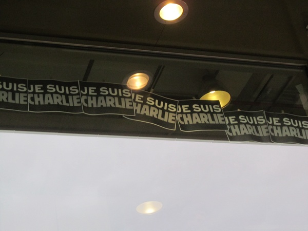 "Support for Charlie Hebdo posted in an Amsterdam store window.<a href=""/reason/images/597062_orig.jpg"" title=""High res"">∝</a>"