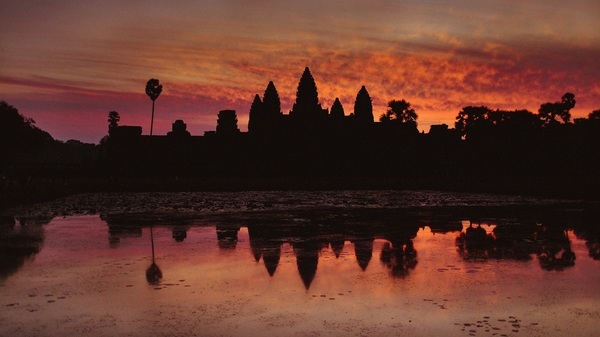 "Sunrise at Angkor Waaat.<a href=""/reason/images/600079_orig.jpg"" title=""High res"">∝</a>"