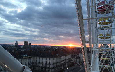 Beautiful sunset view from the Ferris wheel in the heart of Tours!