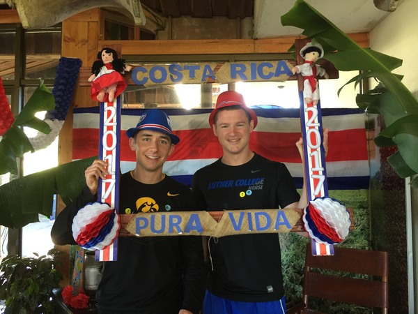 "Zach and Tyler show their Costa Rican pride, holding up a sign with Costa Rica's catch phrase, ""pure vida"".<a href=""/reason/images/743084_orig.jpg"" title=""High res"">∝</a>"