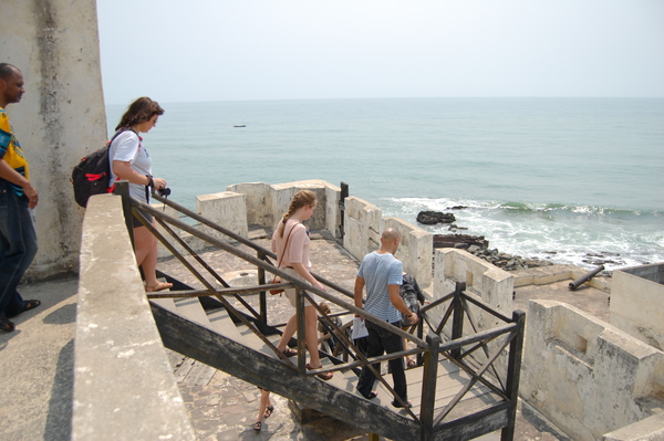 "The class explores the fortifications of Elmina<a href=""/reason/images/742101_orig.jpg"" title=""High res"">&prop;</a>"