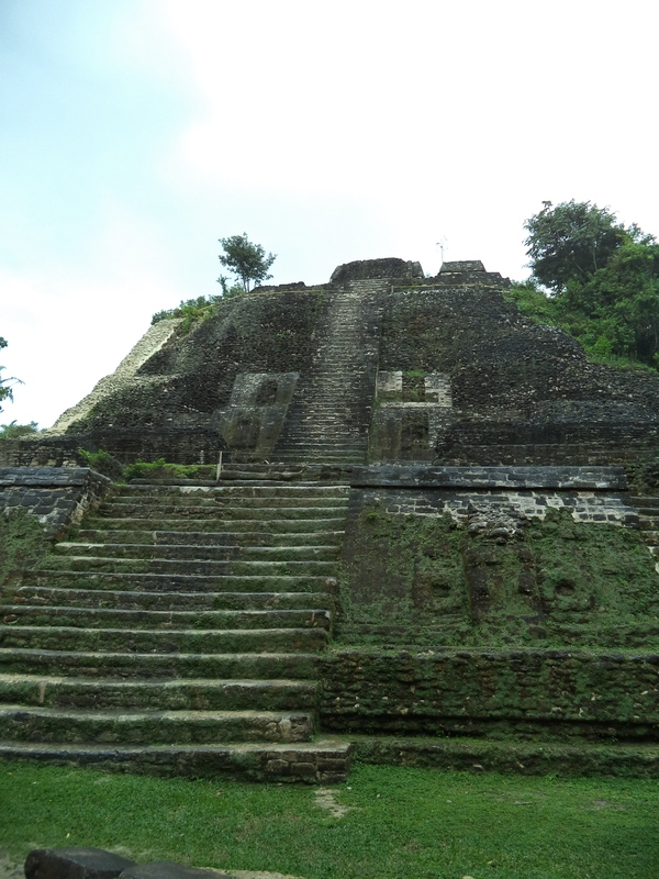 "The largest temple that we saw today and where the Mayans would make human sacrifices.<a href=""/reason/images/597107_orig.jpg"" title=""High res"">∝</a>"