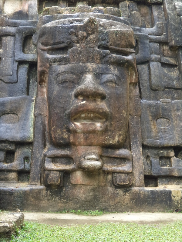 "The face of a Mayan king.<a href=""/reason/images/597110_orig.jpg"" title=""High res"">∝</a>"