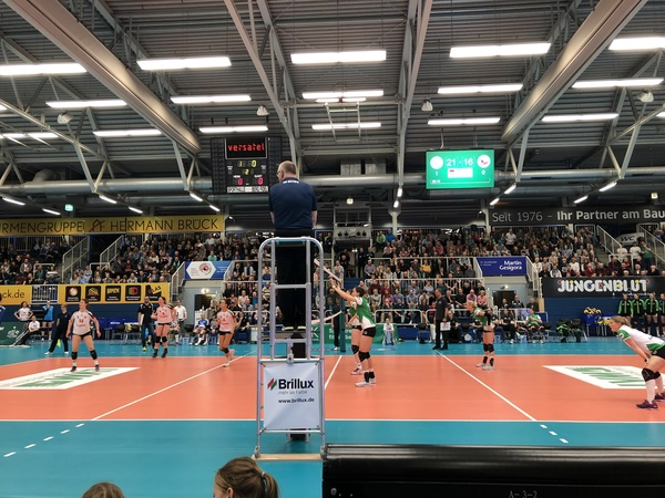 "Quick shot of the Münster University Volleyball game.<a href=""/reason/images/809118_orig.jpg"" title=""High res"">∝</a>"