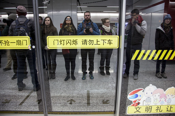 "A quick mirror selfie while waiting for the train at the Metro station<a href=""/reason/images/599156_orig.jpg"" title=""High res"">∝</a>"