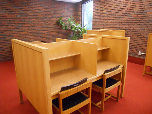 "4 person carrel table<a href=""/reason/images/561164_orig.jpg"" title=""High res"">&prop;</a>"
