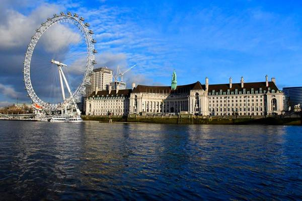 "A view from the River Thames showing the old and new architecture side by side. Photo by Isaac Heins ´18<a href=""/reason/images/798222_orig.jpg"" title=""High res"">∝</a>"