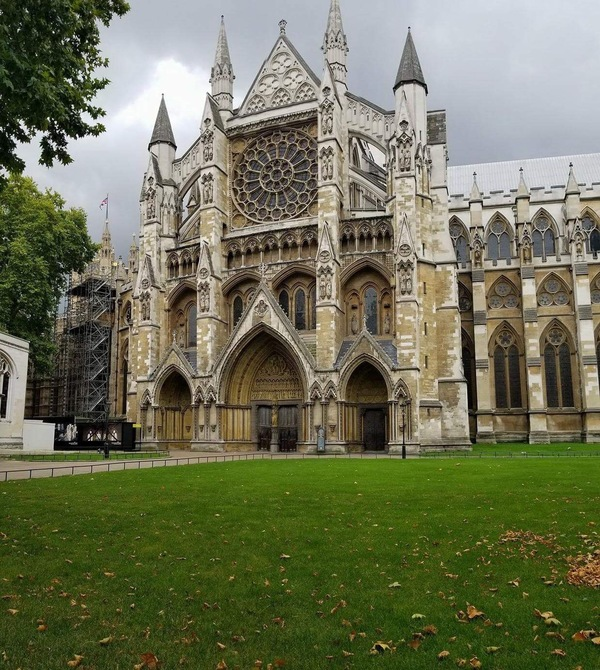 "The outside of the famous Westminster Abbey<a href=""/reason/images/782223_orig.jpg"" title=""High res"">∝</a>"