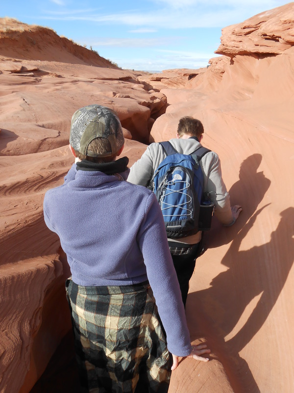 "Michelle and Brian enter Lower Antelope Canyon<a href=""/reason/images/521251_orig.jpg"" title=""High res"">&prop;</a>"