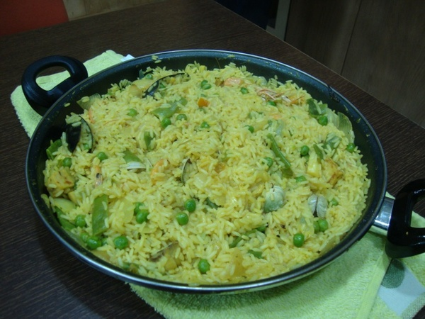 "Paella<a href=""/reason/images/523261_orig.jpg"" title=""High res"">&prop;</a>"