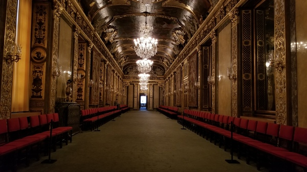 "Entry to the grand hall in Stockholm castle<a href=""/reason/images/795265_orig.jpg"" title=""High res"">∝</a>"