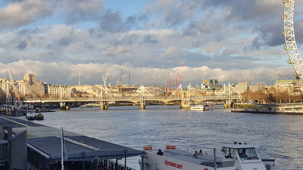 "The view across the Thames on a sunny day.<a href=""/reason/images/798274_orig.jpg"" title=""High res"">∝</a>"