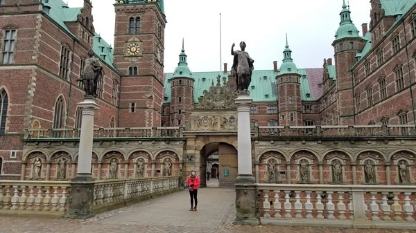"Me at Fredrikborg Castle!<a href=""/reason/images/795279_orig.jpg"" title=""High res"">∝</a>"