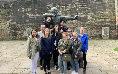 The traditional photo of this year's Nottingham group at the Robin Hood statue downtown