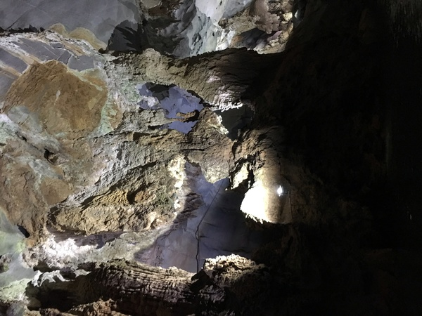 "Our view inside the cave. Wow.<a href=""/reason/images/671324_orig.jpg"" title=""High res"">∝</a>"