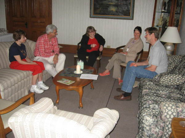 A Covenant Group comes together for discussion.