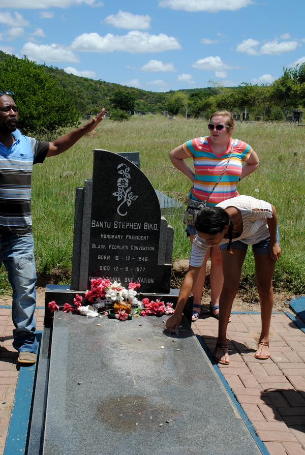 "Maggie Steinberg places a stone on Bantu Steve Biko's grave as a sign of respect.<a href=""/reason/images/526338_orig.jpg"" title=""High res"">&prop;</a>"