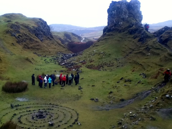 "Students look at Fairie Glen<a href=""/reason/images/672364_orig.jpg"" title=""High res"">∝</a>"