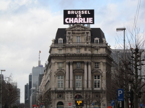 "A giant sign in Brussels showing city-wide support.<a href=""/reason/images/597394_orig.jpg"" title=""High res"">∝</a>"