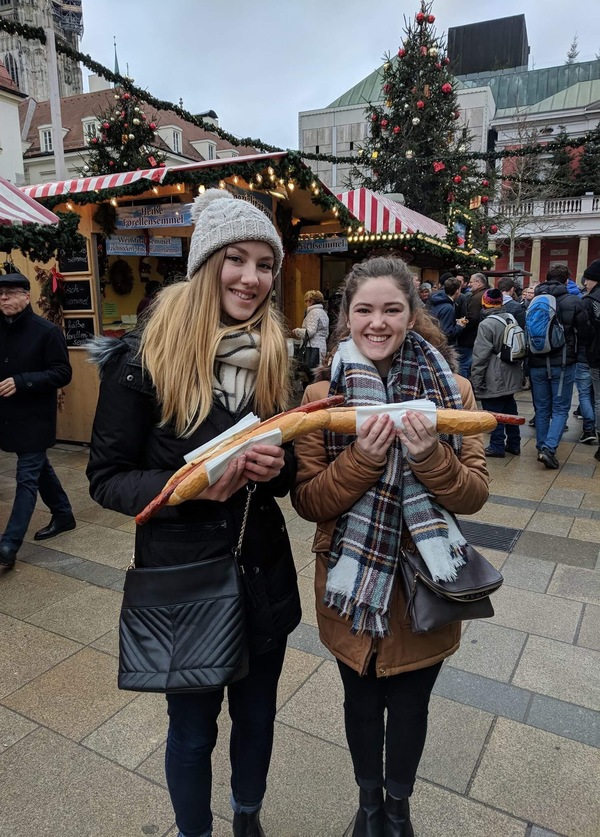 "Eating half a meter of wurst with Anna<a href=""/reason/images/795432_orig.jpg"" title=""High res"">∝</a>"