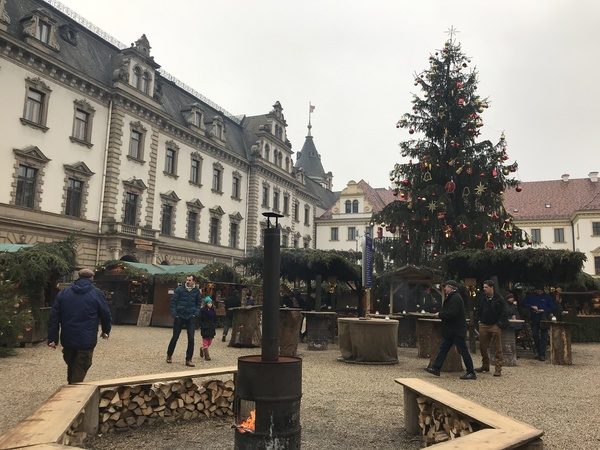 "Thurn und Taxis Christmas Market<a href=""/reason/images/795436_orig.jpg"" title=""High res"">∝</a>"