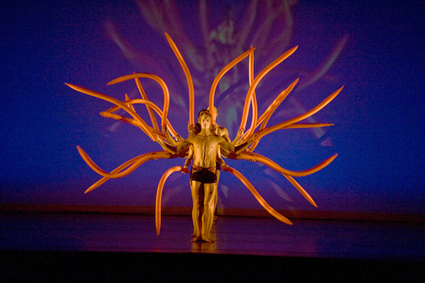 "MOMIX, radically innovative dance company<a href=""/reason/images/454444_orig.jpg"" title=""High res"">∝</a>"