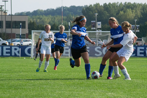 Luther soccer player versus her competitor, during a match.