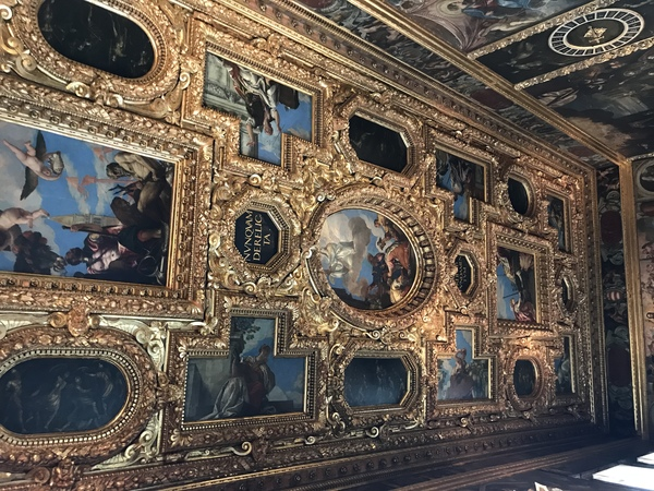 "Ceiling in the Doge's Palace<a href=""/reason/images/809459_orig.jpg"" title=""High res"">∝</a>"