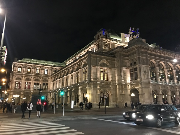 "The Staatsoper<a href=""/reason/images/796527_orig.jpg"" title=""High res"">∝</a>"