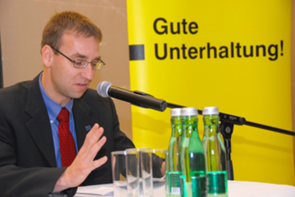 "Sören Steding reading his short story ""Geldgespräche"" at the Kärtner Krimipreis 2008"