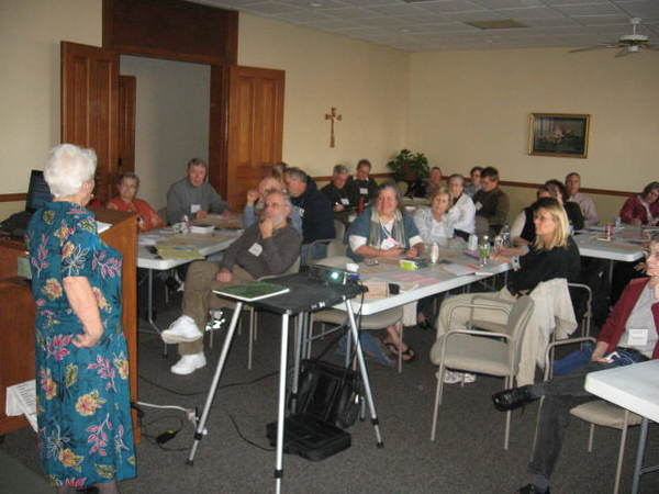 Sr. Helen Cahill speaking at a Grace Institute retreat.