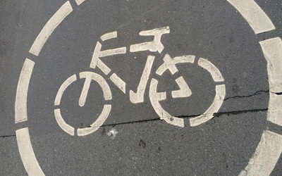 Photo of the bike lane symbol indicating where the bikers are allowed.