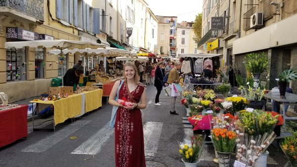 "The French Market in Apt<a href=""/reason/images/788568_orig.jpg"" title=""High res"">∝</a>"
