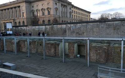 Part of the Topography of Terror Museum is located outside along the remaining piece of the Berlin Wall.