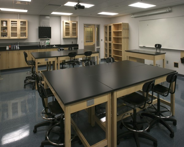Teaching lab in Sampson Hoffland Laboratories.