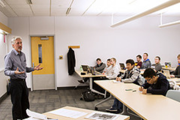 Bill St. Angelo '80 speaks to students in Tim Schweizer's entrepreneurship class.
