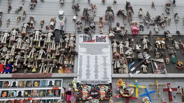 "The Wall of Dolls that I found in the streets of Milan!<a href=""/reason/images/811680_orig.jpg"" title=""High res"">∝</a>"